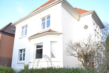 16 sqm room, quiet street - Oldenburg - Apartment