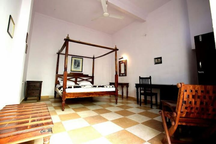 Spacious clean room near the fort
