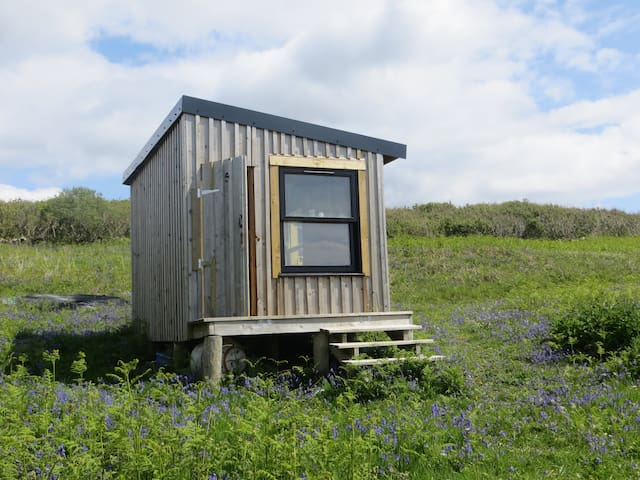 Off-grid, wild, eco-camping hut. Isle of Mull. - Bunessan - Cabana