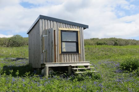 Off-grid, wild, eco-camping hut. Isle of Mull. - Bunessan - Stråhytte