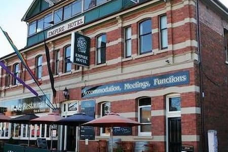 small heritage hotel, themed room - Deloraine - Bed & Breakfast