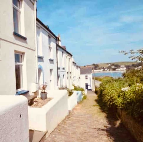 Stylish, spacious room with a view in Appledore