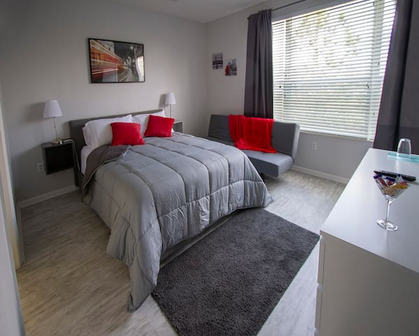 Bedroom 1: Queen bed, sofa bed, Private Bathroom, walk-in closet, SmarTV with free Netflix and Prime Video
