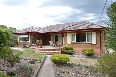 Spacious 4 bedroom house - Cooma