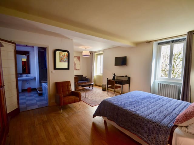 Double room-Deluxe-Private Bathroom-Courtyard view- La Cascade
