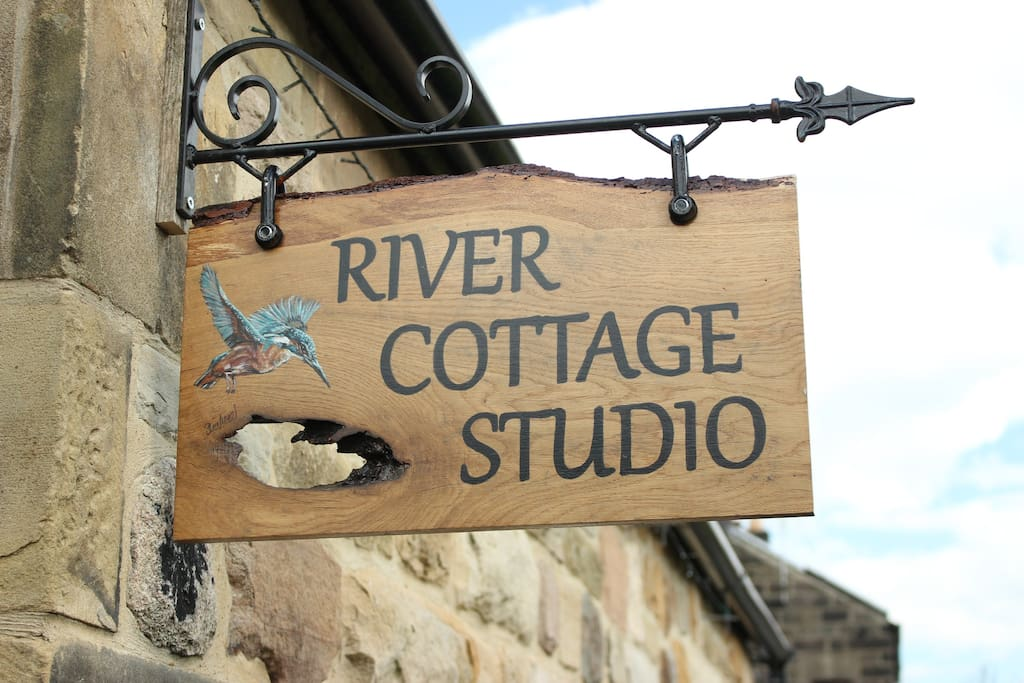 Handpainted Oak sign to guide our guests to the studio.