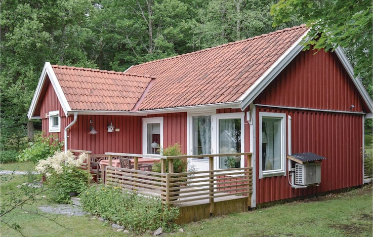 Holiday cottage with 2 bedrooms on 69m² in Hålta