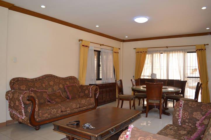 3 Bedrooms spacious house for transient rent - Cebu City - Ház