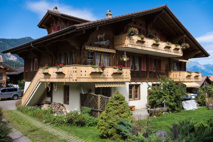 Chalet Geranium, cosy home Interlaken-Wilderswil