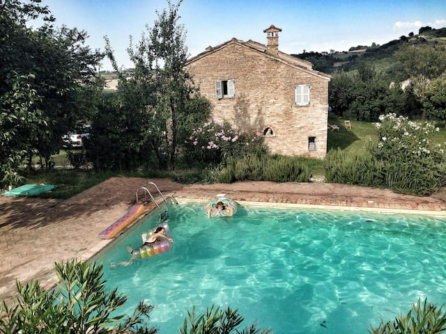 Traditional Farmhouse with pool - Monteleone di Fermo - Hus