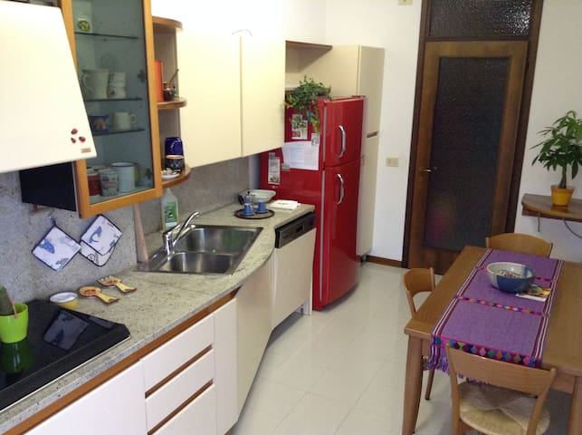 Bright flat close to the center - Pordenone - Apartmen