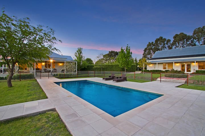 Large Private Poolside Home for 6 People - Kyneton - บ้าน