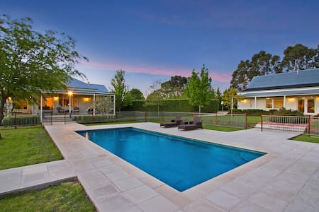 Large Private Poolside Home for 6 People - Kyneton - Rumah