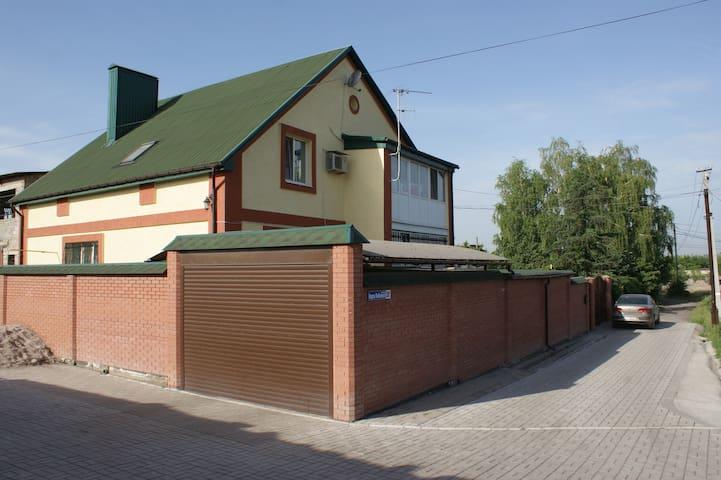 Комнаты в доме с уютным садом - Donezk - Haus
