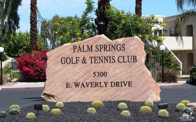 Charming Palm Springs Condo For You & Yours