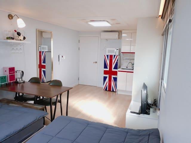 A+장미의거리 가까운 11평의 예쁘고 넓은 4~5인 신축숙소. 주인 직접 관리해 청결해요!
