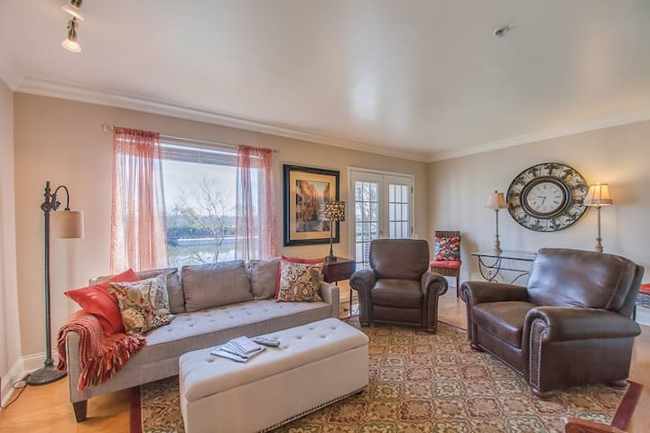 Downtown Nashville Condo- Riverfront
