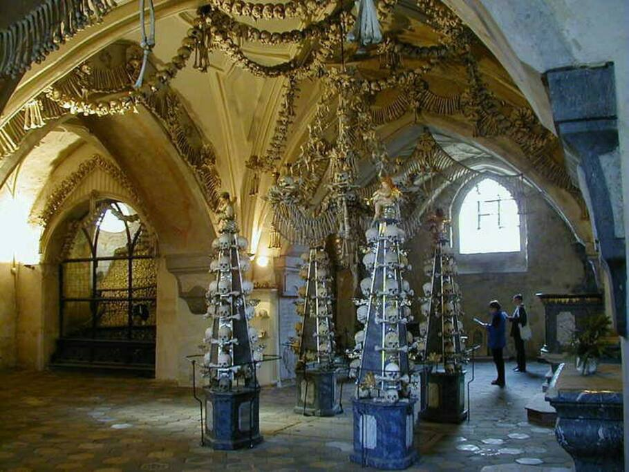 Kutna Hora Ossuary The Church of Bons (7 min)