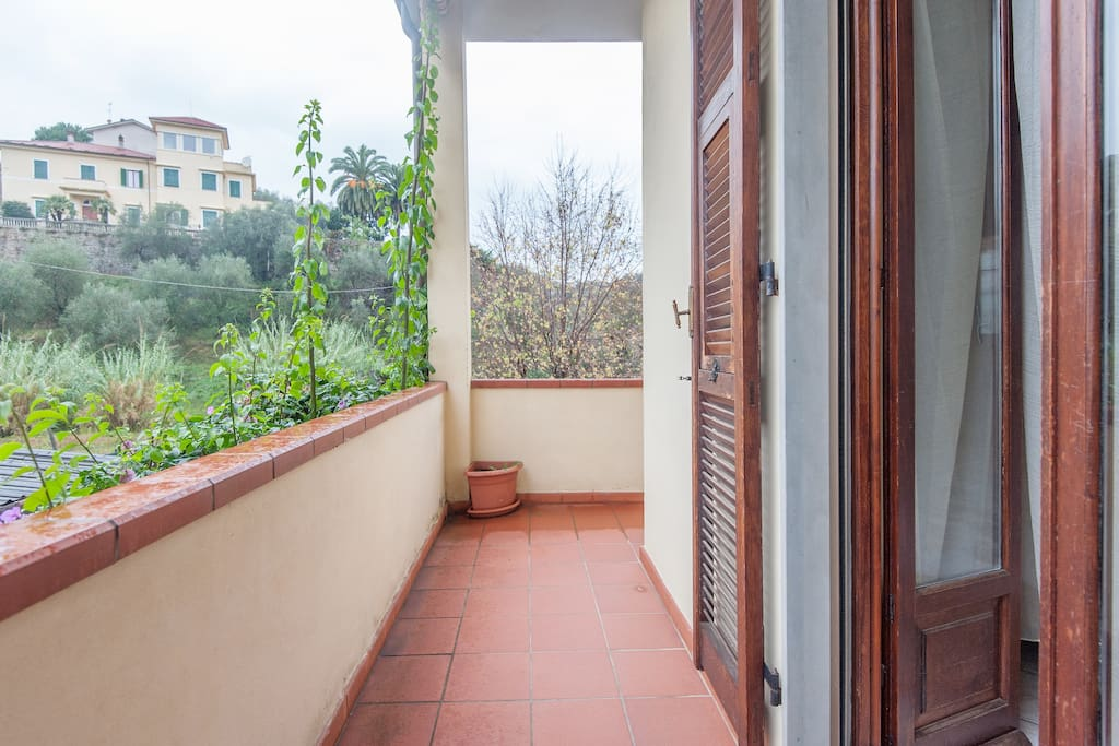 Casa gube houses for rent in romito magra liguria italy for Piani di casa con guest house annessa