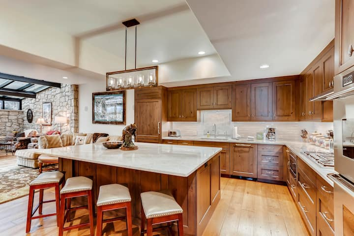 Luxury Home with Hot Tub, High End Finishes on Vail Mountain   716A Forest Rd