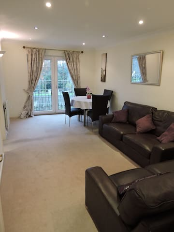 1 Bedroom Modern Secure Apartment - London - Apartment