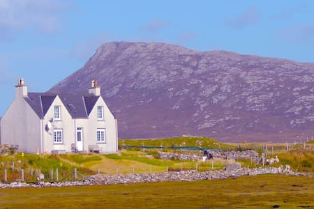 Shore-side croft-house - Isle of North Uist - Bed & Breakfast