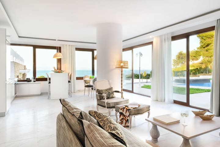 Deluxe Suite with Private Pool [Villa D'Oro]