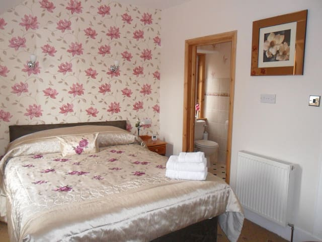 Double room en-suite with King bed