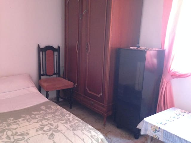 Small nice room in Fuengirola centre - Fuengirola - Apartment