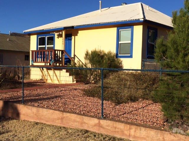Our Charming EclecticBisbee Cottage - Bisbee - Huis