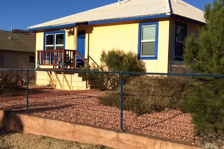 Our Charming EclecticBisbee Cottage - House