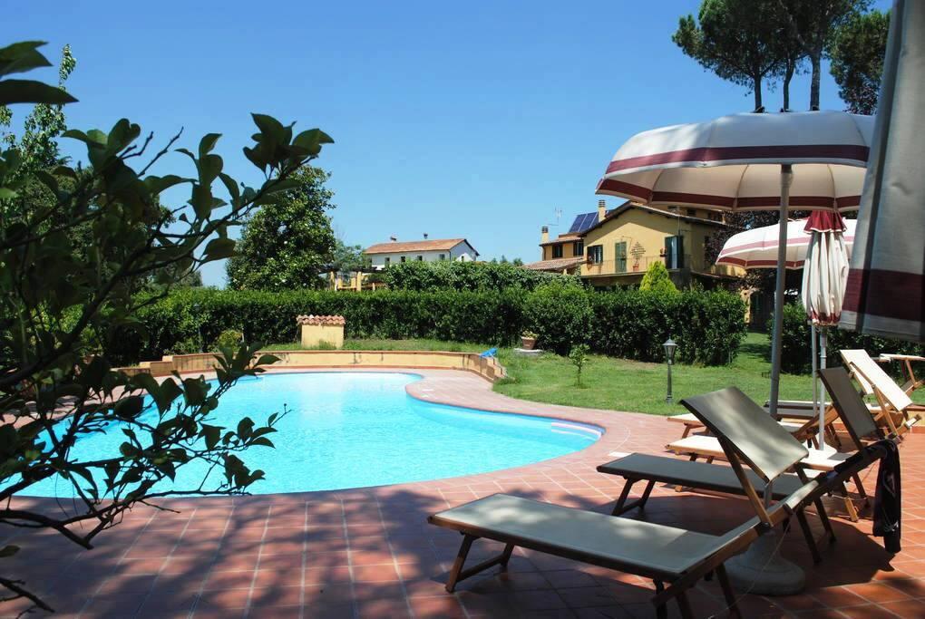 Appartamento in villa con piscina appartamenti in - Villa con piscina roma ...