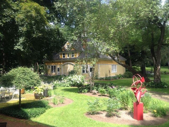 Artful, Newly Renovated, Berkshires Carriage House - Berkshire County - Konukevi