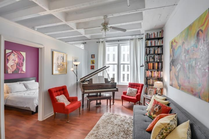 Cozy Downtown Loft, no need for a car!