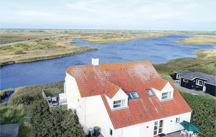 Holiday cottage with 2 bedrooms on 131m² in Nørre Nebel