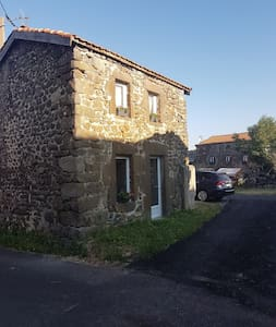 Maisonnette de campagne dans le sud de l'Auvergne