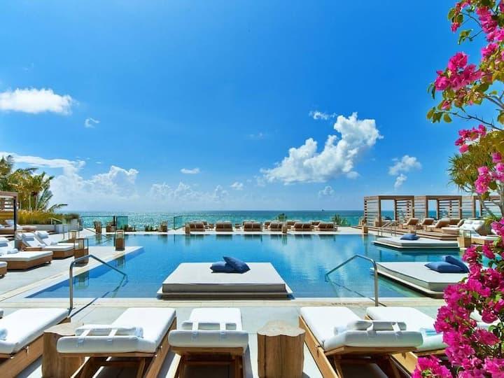 Luxury Beach Front Condo - Prime Location
