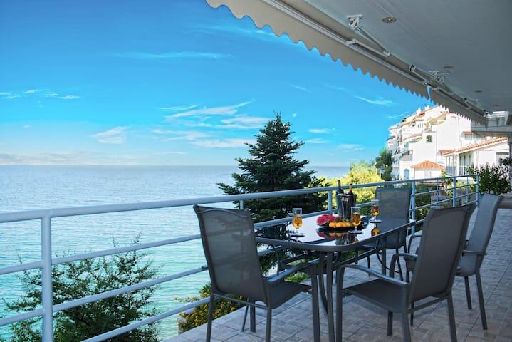 Kiveri Luxurious Seaside Apartment