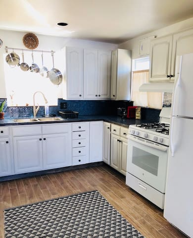 Cute, newly renovated 2 story house in Long Beach