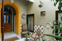 """Entrance """"patio"""" of the house/ Patio de la casa"""