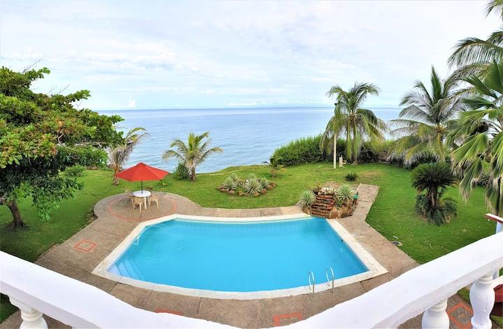 Cabaña a orilla del mar caribe, con playa privada
