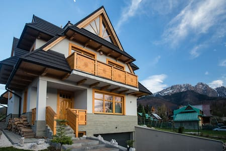 A room overlooking Tatra mountains - Zakopane - บ้าน