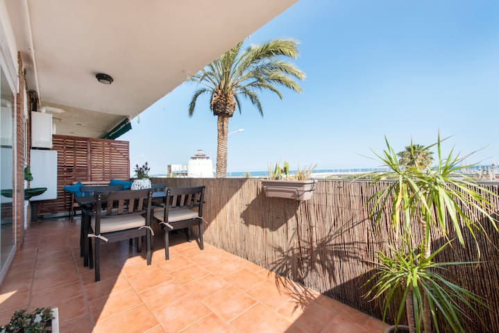 Beach Apartment with terrace - Premià de Mar - Huoneisto