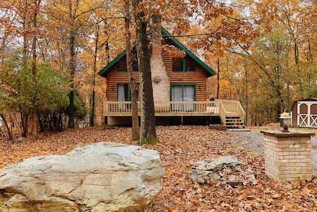Chic Pocono Cabin -Near Bushkill Falls & Water Gap