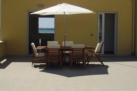 Intero Apt con grande terrazza su mare e Ortigia - Siracusa