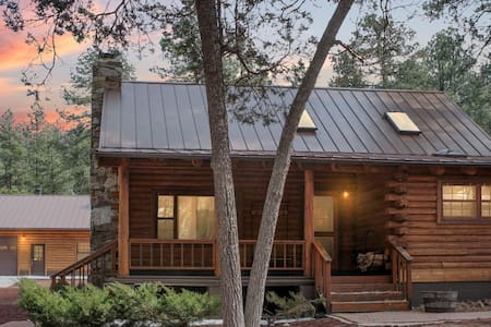 2Cabins,Gr.Canyon,Bearizona,Sedona,Skiing, Relax!!