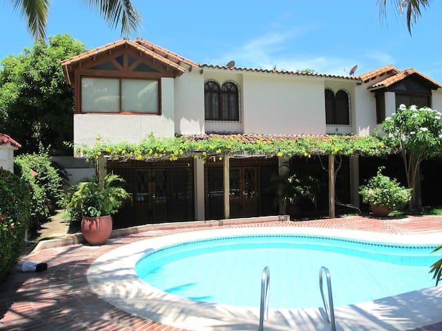 Casa en bello horizonte con piscina - Santa Marta - Dom