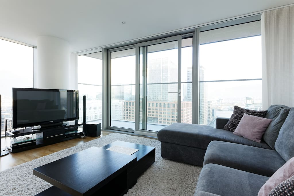 Living room with views across london. Sky tv available!