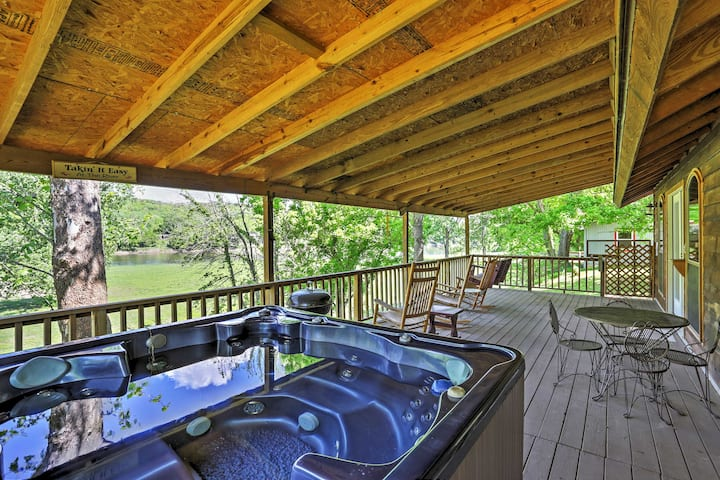 Mtn View Cabin w/Hot Tub + Porch on White River!