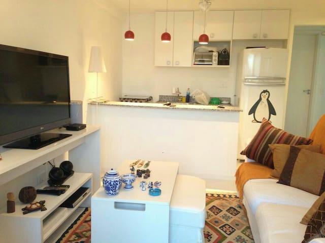 Sala, 2 suítes e cozinha americana - Mangaratiba - Leilighet